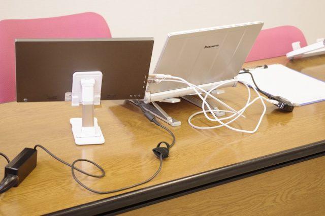 ノートパソコンとモバイルディスプレイの高さをあわせる